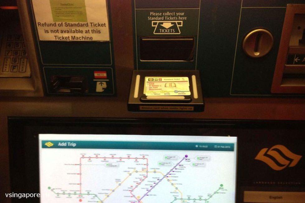 Автомат для покупки билетов в Сингапурском метро