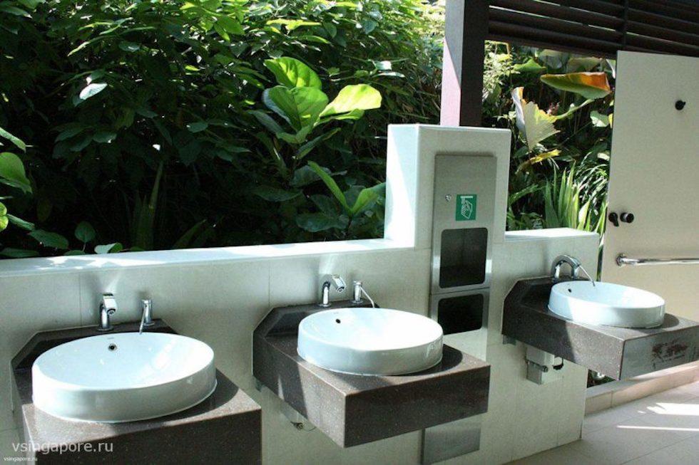 Общественный туалет в Сингапуре