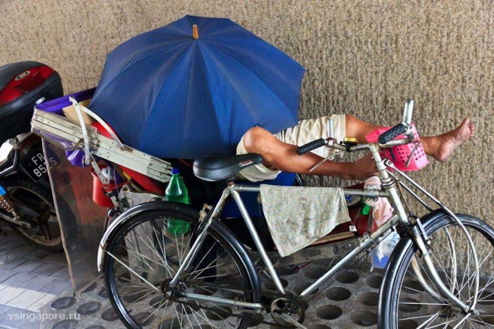 Спящий рикша в Сингапуре